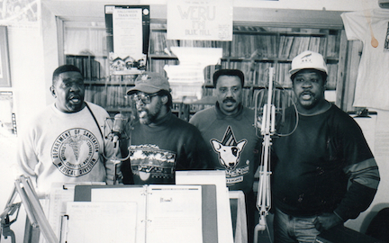 The-Persuasions-performing-in-the-studio